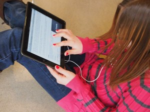 kid_using_ipad_cc